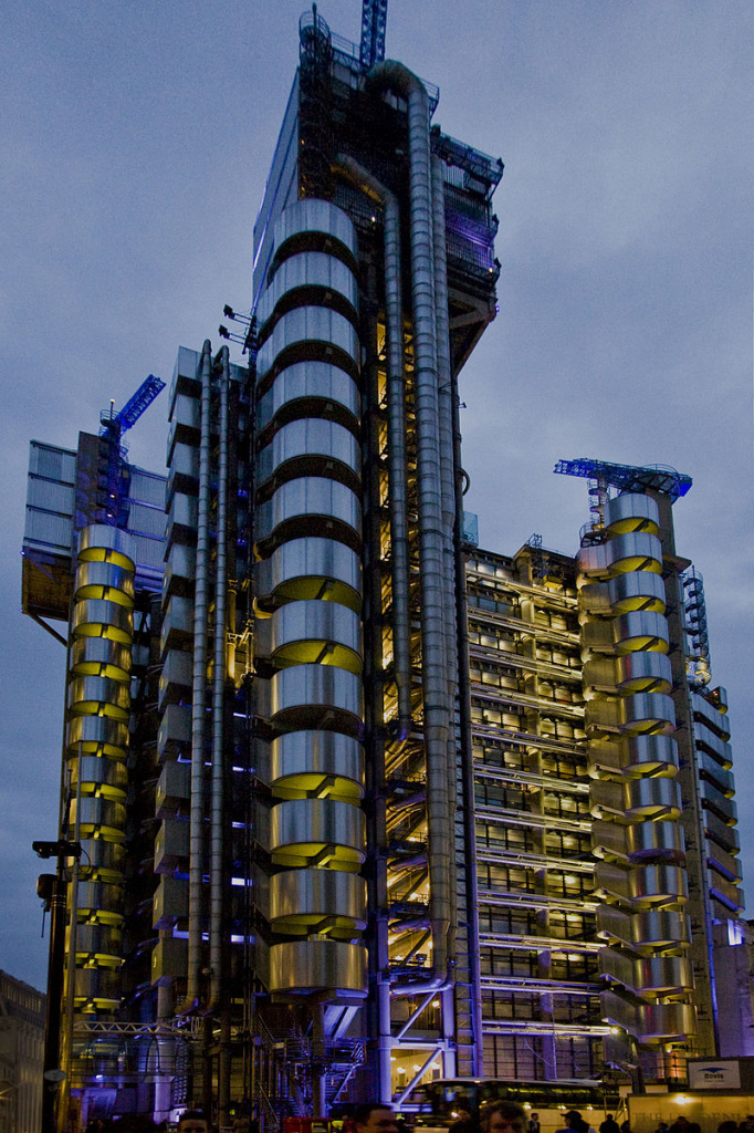 Lloyd's_insurance_exterior_at_night.jpg