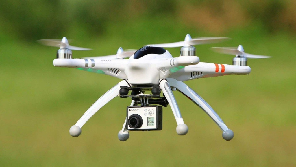 Learning-to-Fly-a-Drone-1440x810.jpg